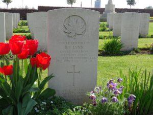 Une tombe au cimetière militaire de Douvres la Délivrande